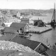 Ångbåtsbryggan 1934 eller 1935. Skutan Beda ligger innanför Ellen.